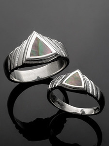 TRIANGLE ABALONE RING